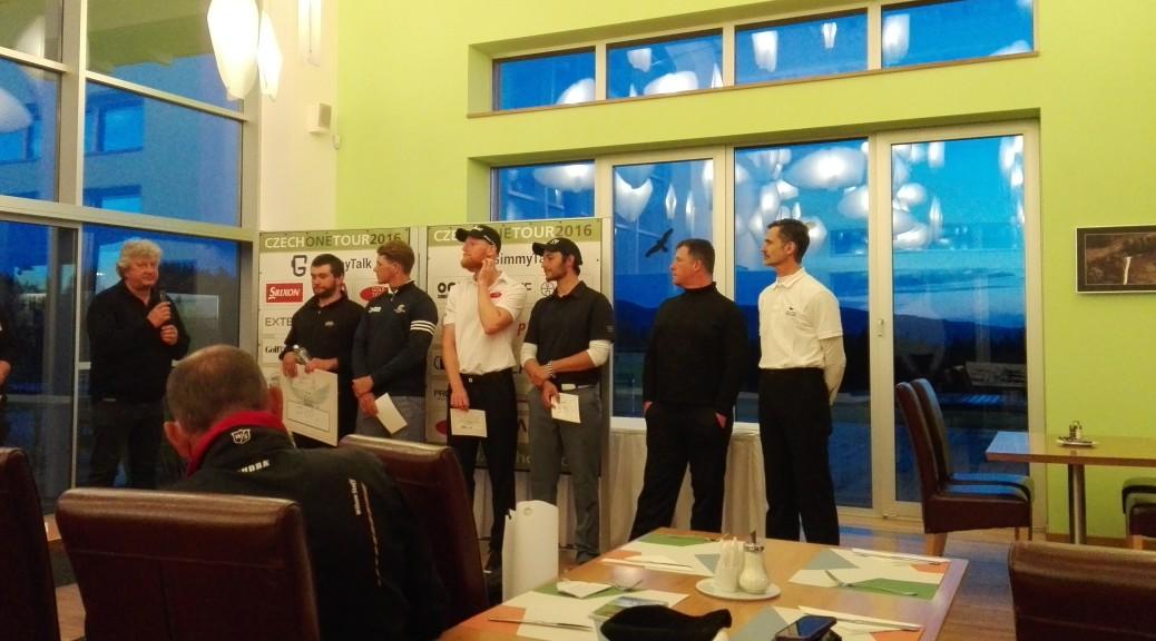 Vyhlašování vítězů turnaje Czech PGA Tour a Milan Vantuch na druhém místě.