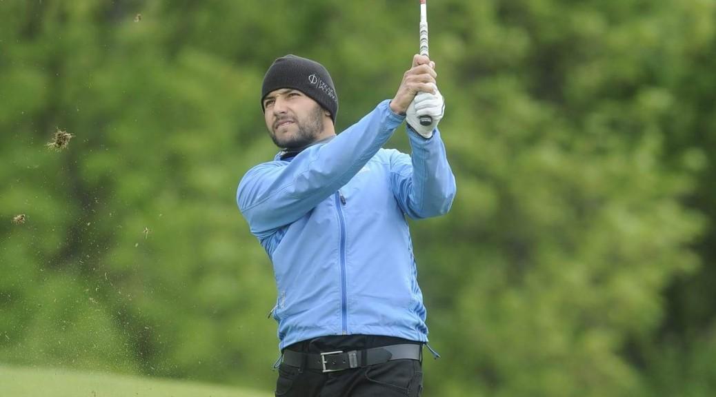 Milan Vantuch při odpalu golfového míčku.
